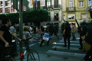 Impeto de la polico en Kolumbostrato en Valencio